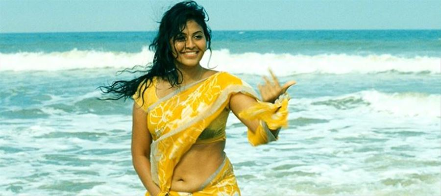 Anjali's 'Lisaa' faces Copied from Nighty Shyamalan