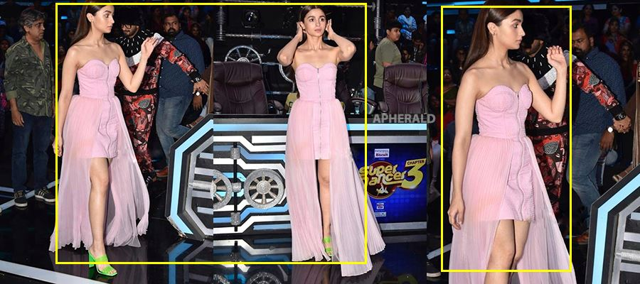 Oops... <a class='inner-topic-link' href='/search/topic?searchType=search&searchTerm=ALIA BHATT' target='_blank' title='click here to read more about ALIA BHATT'></div>alia bhatt</a> Exposing her Slender Thighs and Inner <a class='inner-topic-link' href='/search/topic?searchType=search&searchTerm=BEAUTY' target='_blank' title='click here to read more about BEAUTY'>beauty</a> before everyone in a TV show - HOT PHOTOS INSIDE