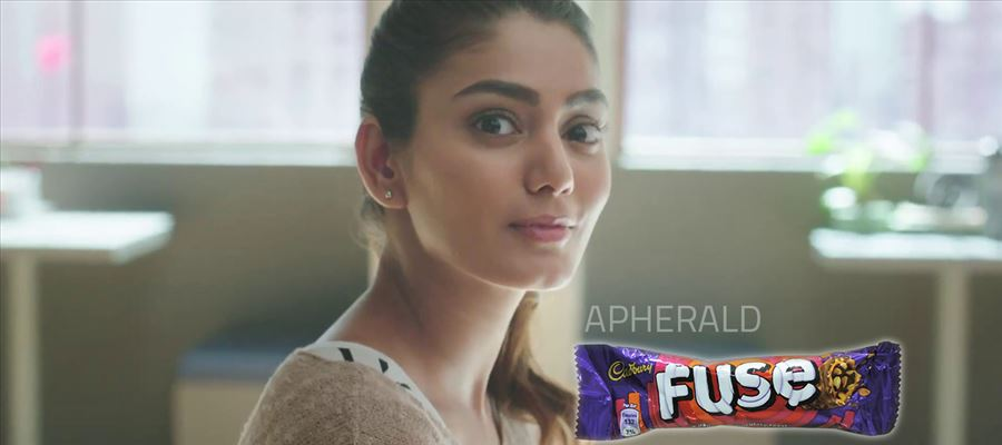 5 Hot, Sexy, Resplendent photos of this Cadburys Fuse advertisement Model will turn your MOOD ON