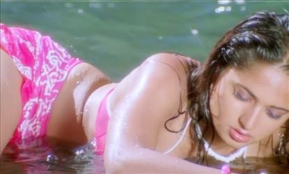 Anushka proves she is no lesser and this is a prime example!