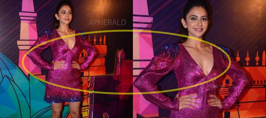 Oops... Rakul Preet 'exposed' as Camera flashes more on her 'Inner Beauty' - Photos Inside