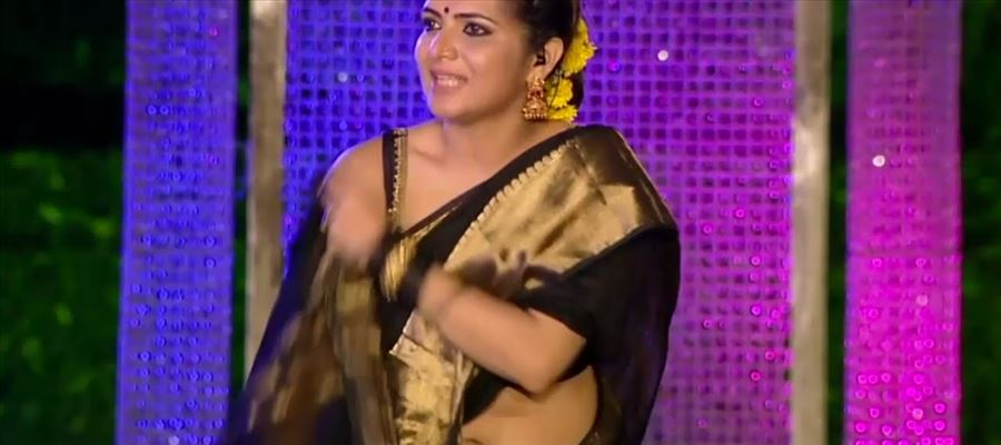 Suchileaks Sex Scandal fame TV Anchor gets close with Mallu Hero