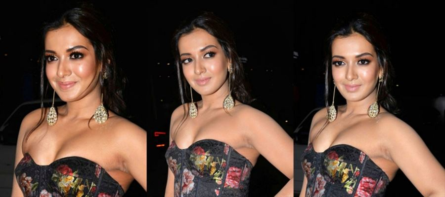 Catherine Tresa teases your mood in these Photos
