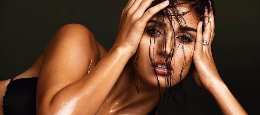 PIC TALK: Hot Beauty's Erotic Invitation