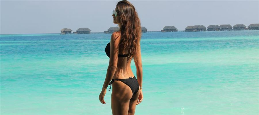 Fresh from the Beaches of Maldives - 'The Sexy Slim' Babe shows off her Booty on the Beach and spices the heat - More Photos Inside