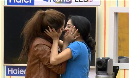Fire Alert! BIGG BOSS 2 Tamil makes Janani Iyer and Aishwarya Kiss each other - Crossing the Line?