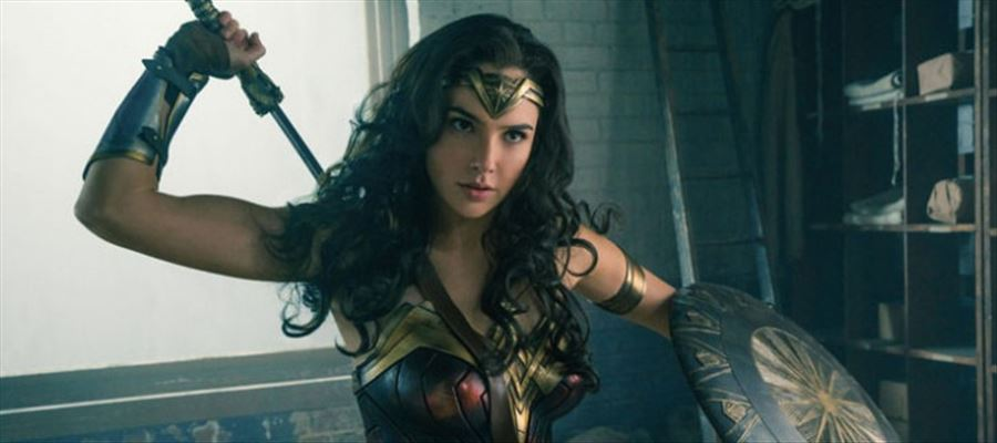 Gal Gadot's role in Wonder Woman will be a BISEXUAL in the sequel - FANS SIGN THE PETITION
