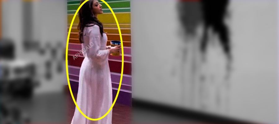 OMG... KAJAL AGGARWAL EXPOSED DUE TO Oops! MOMENT IN A FAMOUS MOVIE...