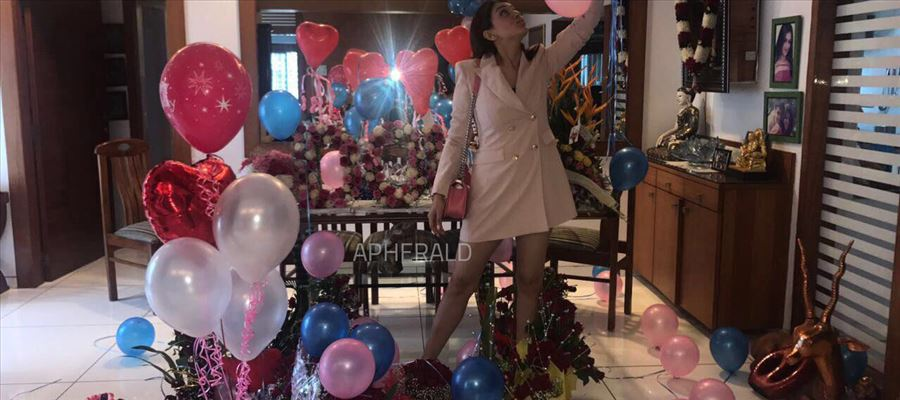 So, Have you checked out these HANSIKA's PARTY PHOTOS ?? Photos Inside