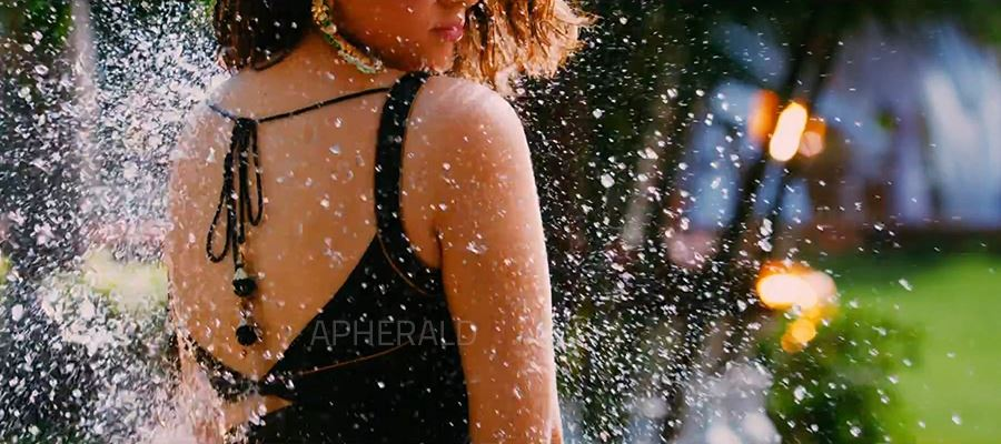 PIC TALK: Hansika's Hot and Wet Show in Saree