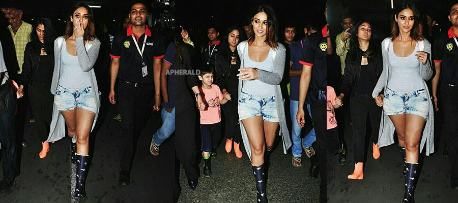 Ileana spotted in Thigh-High Shorts in Airport and fans mobbed around her - Photos Inside