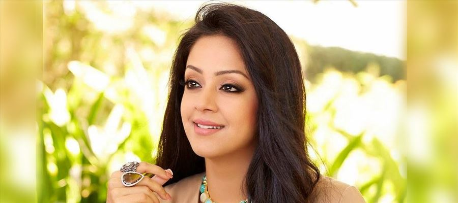 Producer heaps praises on Jyothika