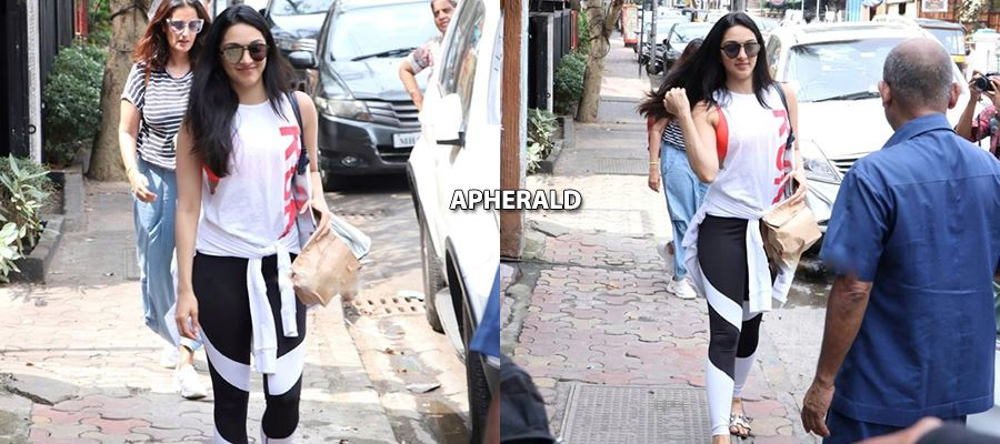 CAUGHT RED HANDED - KIARA ADVANI on Road Side in Pilates Class Dress - 9 Hot Photos which you don't want to Miss