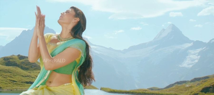 Phew! This is really BOLD and it's so HUGE..! That's Kajal Aggarwal for you!