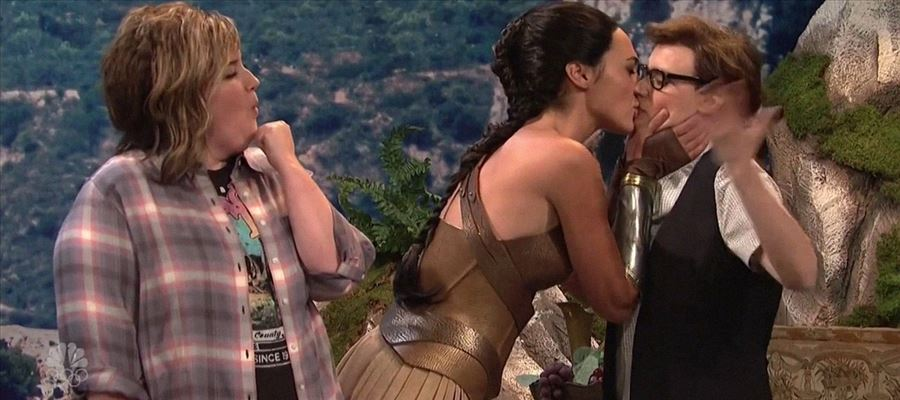 OMG! Unseen and Totally Smokin' HOT - Wonder Woman's Lesbian Act on Stage and at OSCARS - Photos Proof Inside