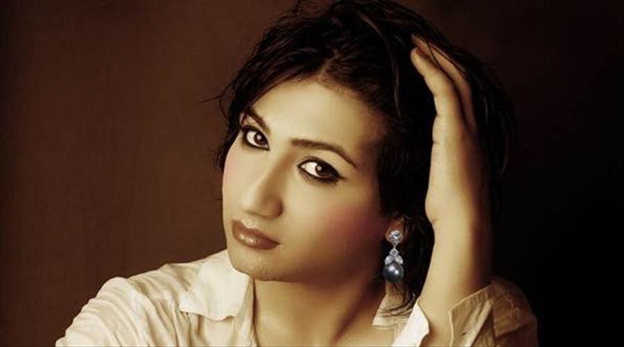 సినీ స్టార్లు స్వలింగసంపర్కులే : మహికా శర్మ