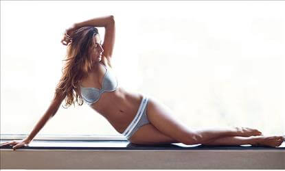 PIC TALK: Flaunting Hot Body in Cool Lingerie