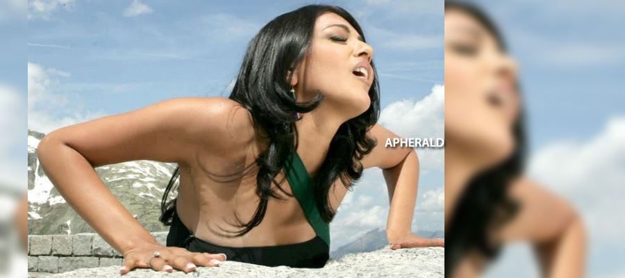 Ouch! Kajal faces heat from 'BACK'