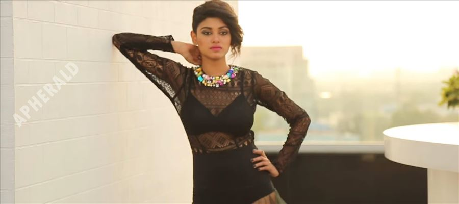 38 Recent Hot Photos of BIGG BOSS Sensation Oviya in Transparent dresses - Take a Deep Breath before seeing these!