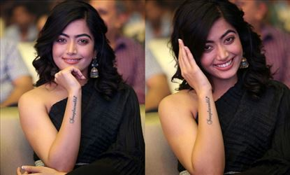 When a Fan gave a Flying Kiss to Rashmika and Proposed her before whole Crowd - 18 Photos Inside