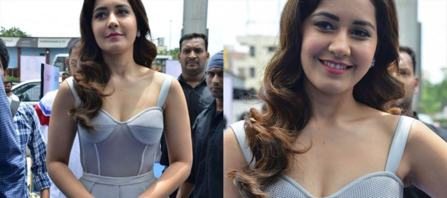 26 Photos of Raashi Khanna in Transparent Cleavage-Revealing Frock