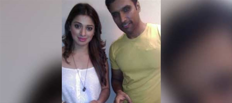 """""""Oh... C'mon... Just HUG ME with Ease..."""" - Raai Laxmi's Advice to 'XVIDEOS' Actor"""