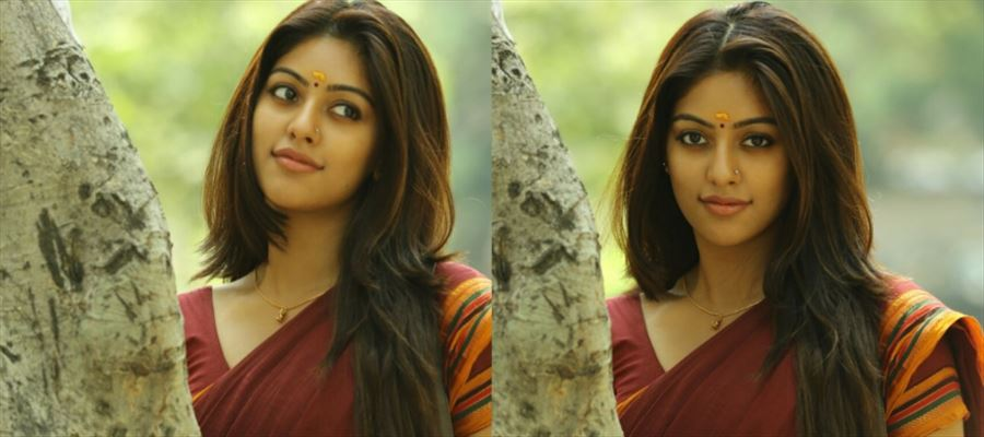 The other side of Anu will definitely show you the INNER MALLU BEAUTY lying inside her
