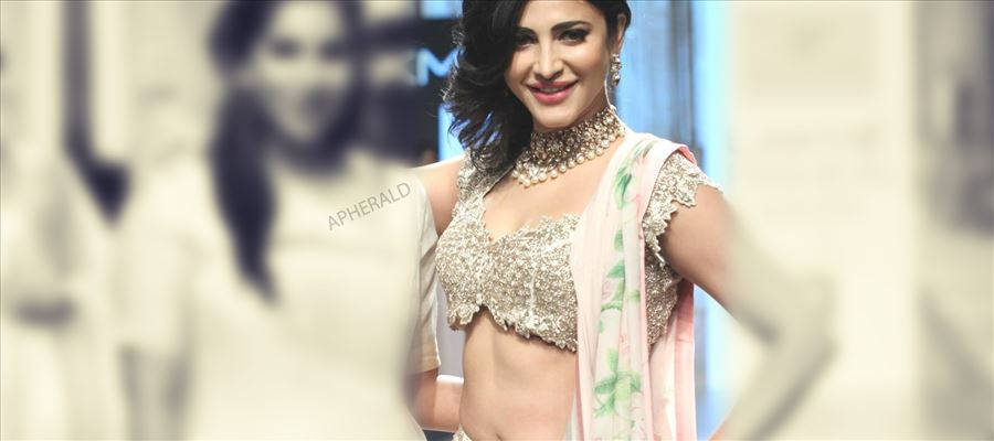 PIC TALK - This Particular Photo of SHRUTI HAASAN has generated So many LIKES for
