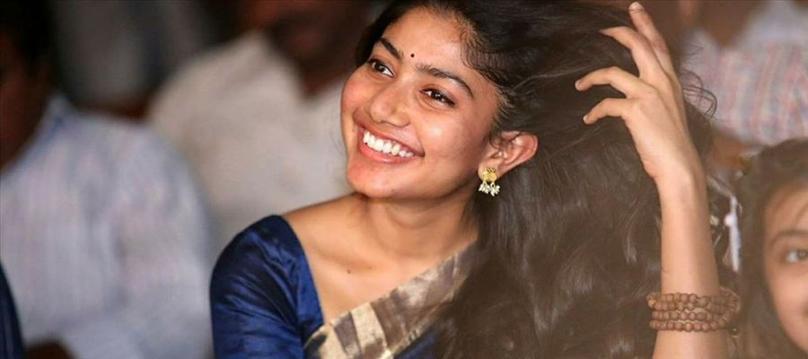 Sai Pallavi to jump into glamour to cover her recent failures