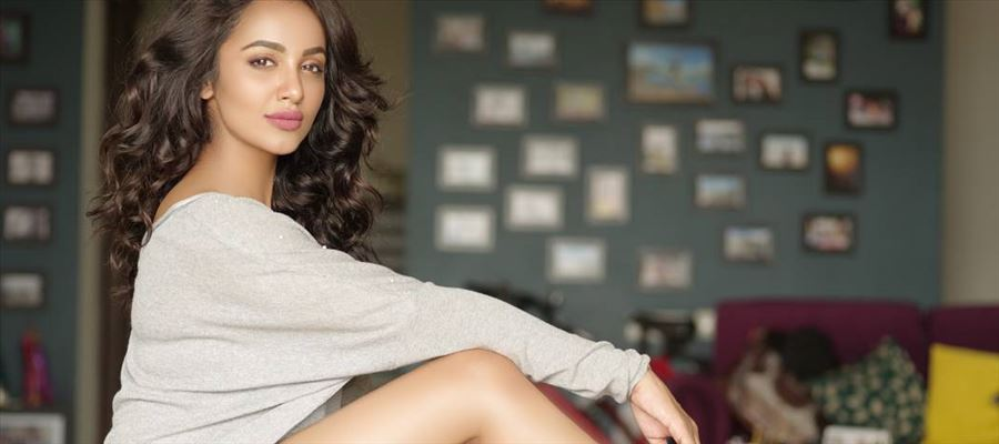 Tejaswi Madivada stuns everyone by exposing her thighs for a Photoshoot