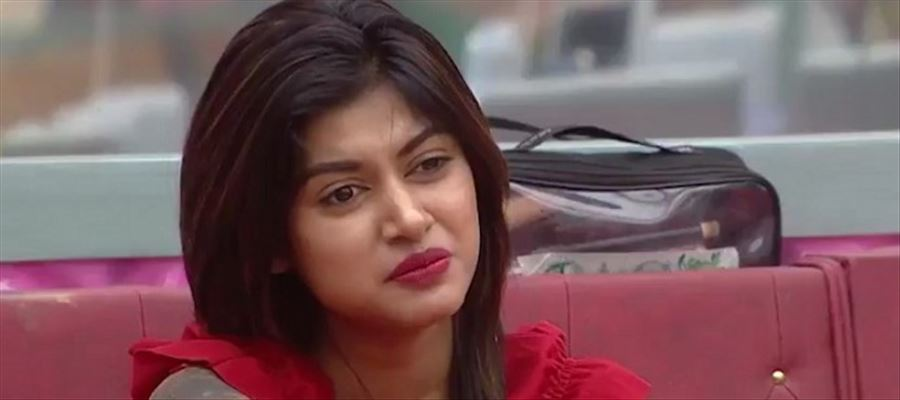Oviya fails to appear before court for the