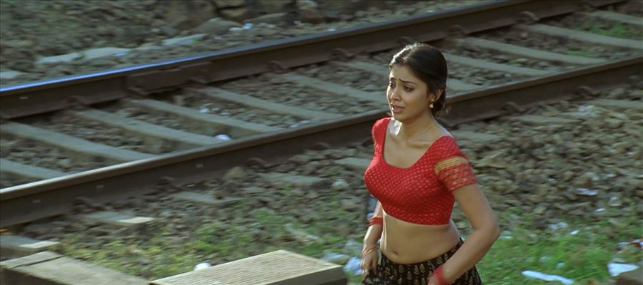 Shriya misses one but Grabs another?