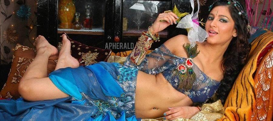 Shruti Haasan treated as PORN actress !