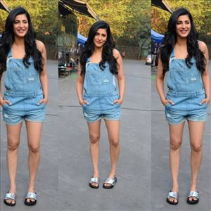 Shruti Haasan in a short frock before Public - View Photos!
