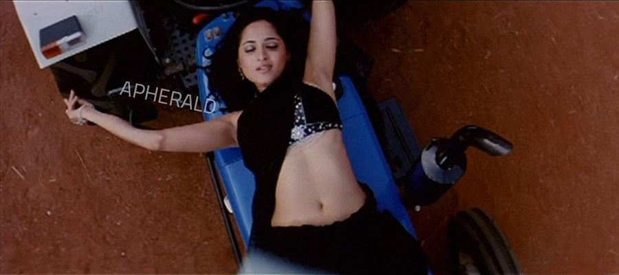 Anushka finally gets FLAT STOMACH after Losing Flesh - SEE THIS PHOTO