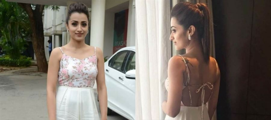50 Tempting Hot Photos of Trisha showing her 'BACK'