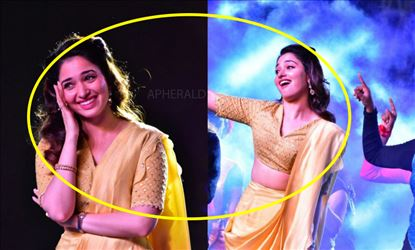 Tamanna got Embarrassed and Shy on the Stage as she danced in Saree and Exposed her sexy waist - 10 Photos Inside