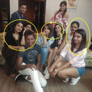 How many Actresses can you spot in this Picture ?? Sri Leaks Actress is spotted ?? PHOTO Inside