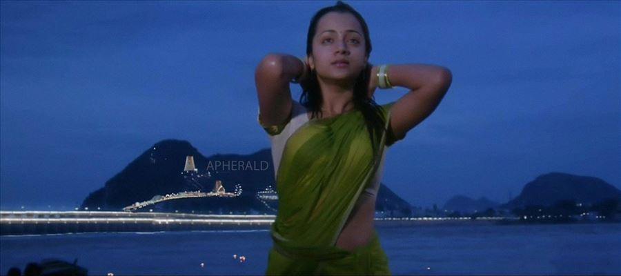 When other actresses felt Shy, Trisha did it before whole Public !!!