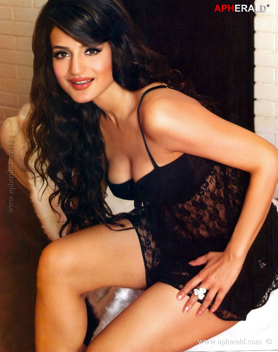 nude pictures of amisha patel  560951