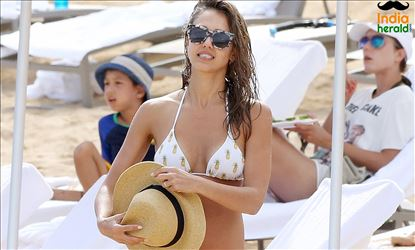Jessica Alba Mother Of Three Kids Flaunts Her Hotness In Bikini Set 2