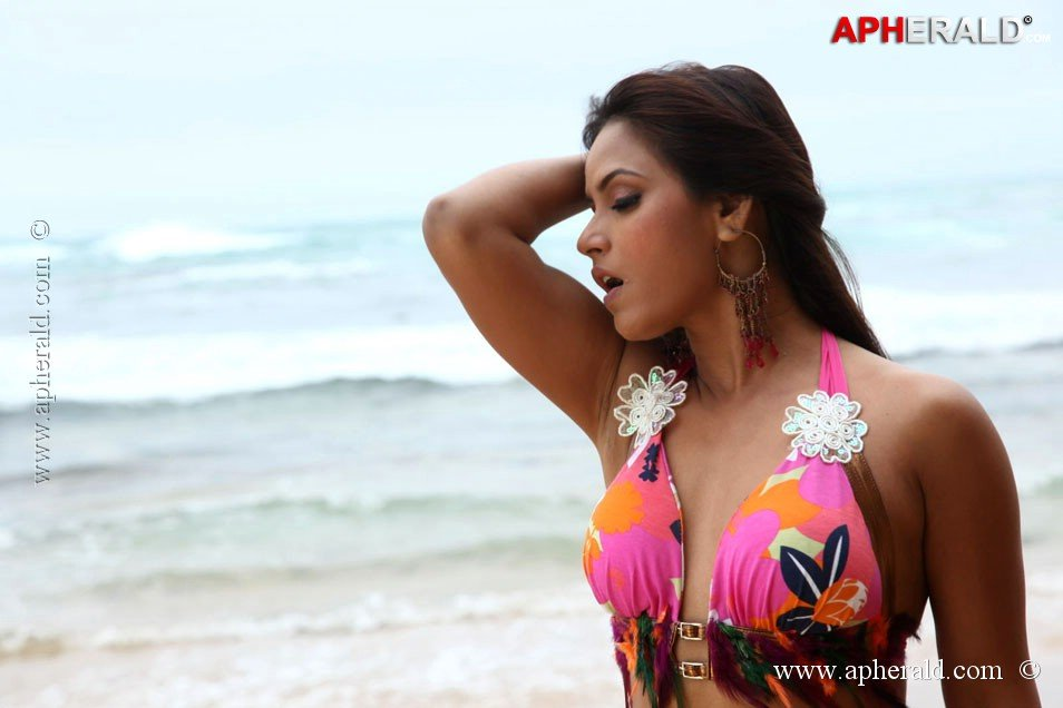 The Hot Babe wants to be a Part of Super Star