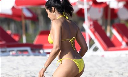 Padma Lakshmi In Hot Lace Bikini At Miami Beach Set 2