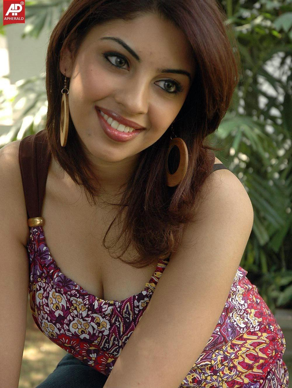 Watch Richa Gangopadhyay video