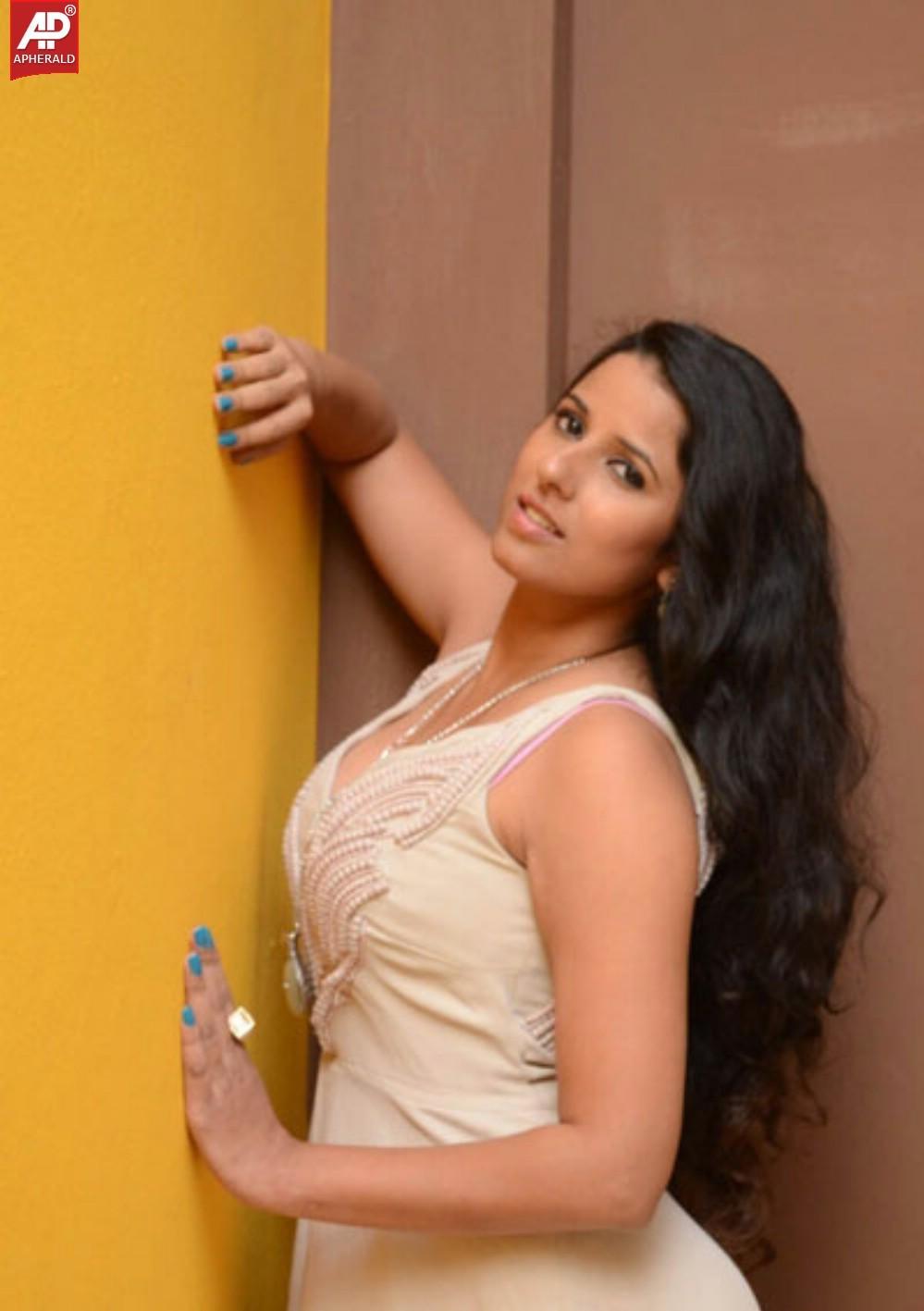 Indian Model and Actress Shravya Reddy Beautiful Exposing ...