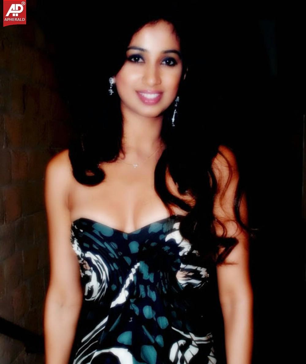 Shreya Ghoshal Bikini Pics
