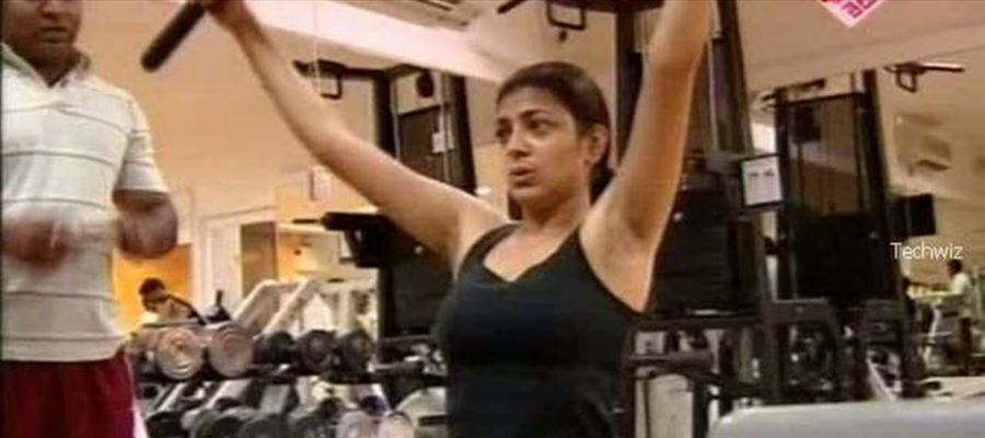 Exclusive Actresses Caught hardly Working Out In Gym