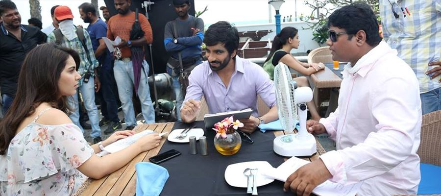 Here are some exciting working stills from Touch Chesi Chudu