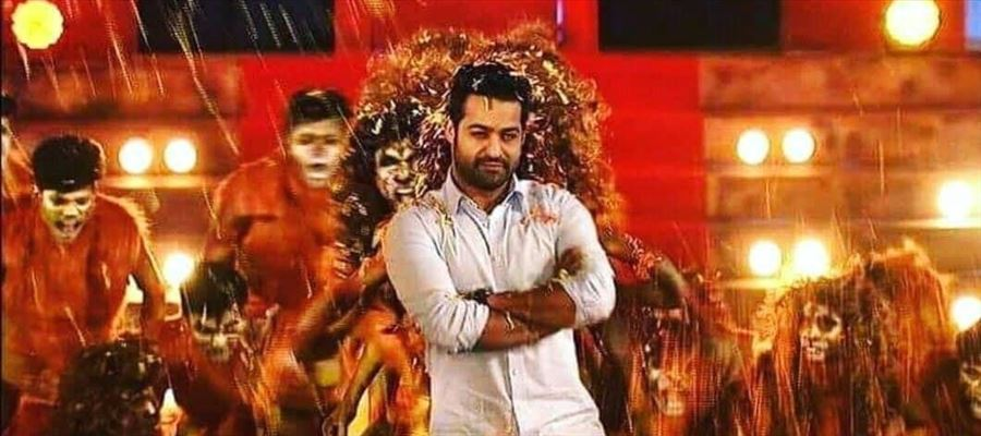 Jr NTR Grand Entry at Dhee10 Grand Finale Photos
