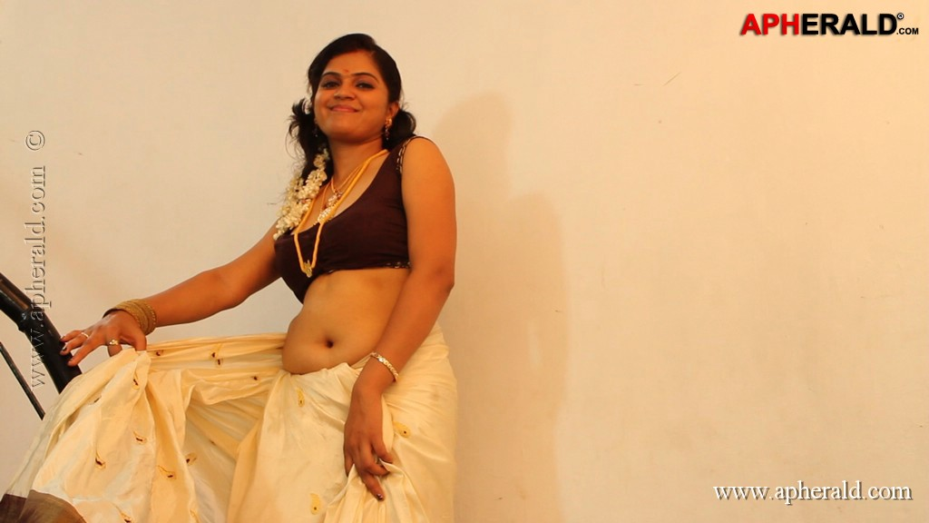 Malle Moggalu Movie Hot Stills